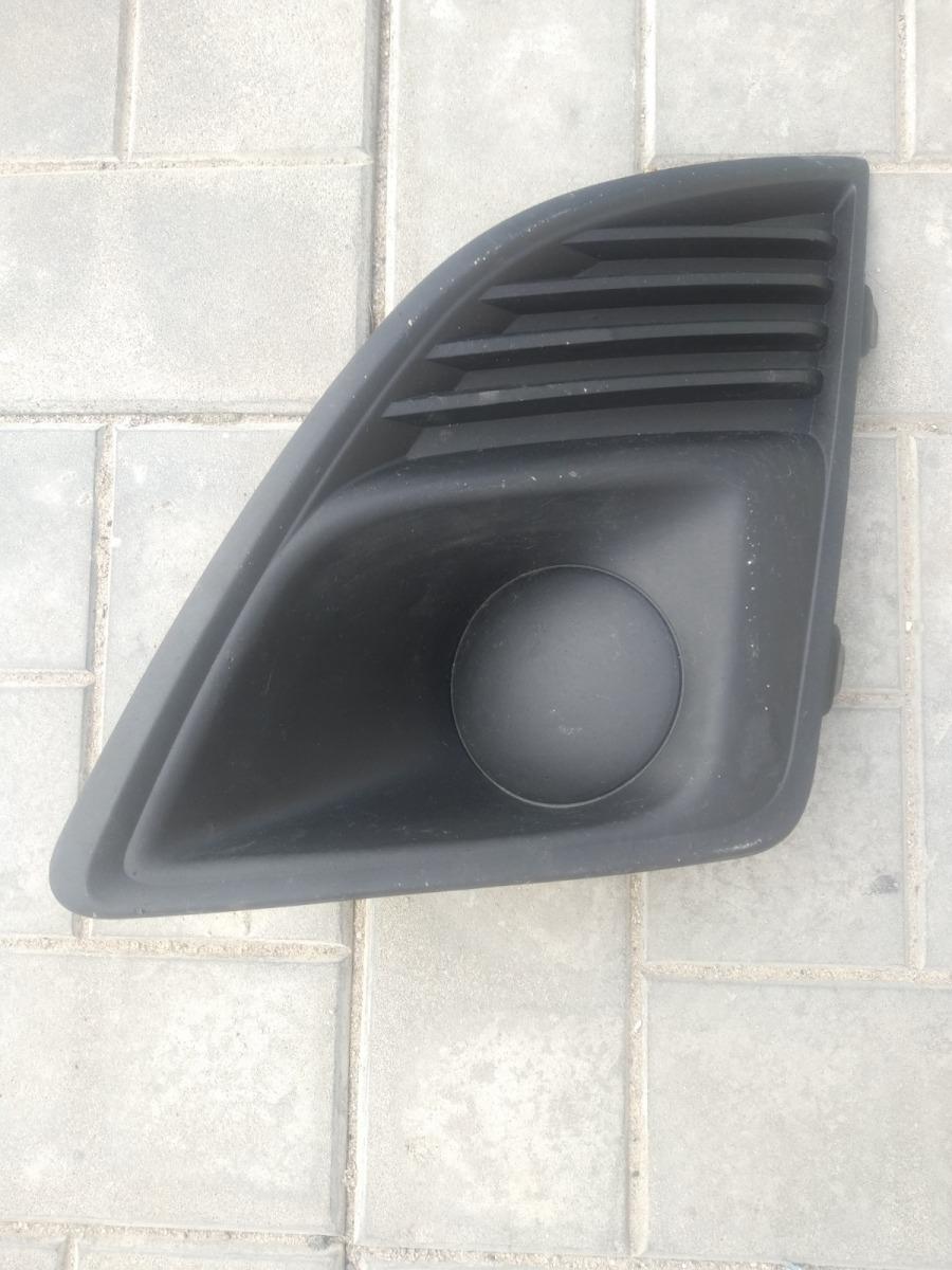 Решетка в бампер Chevrolet Cruze СЕДАН 1.6 2013 передняя левая (б/у)