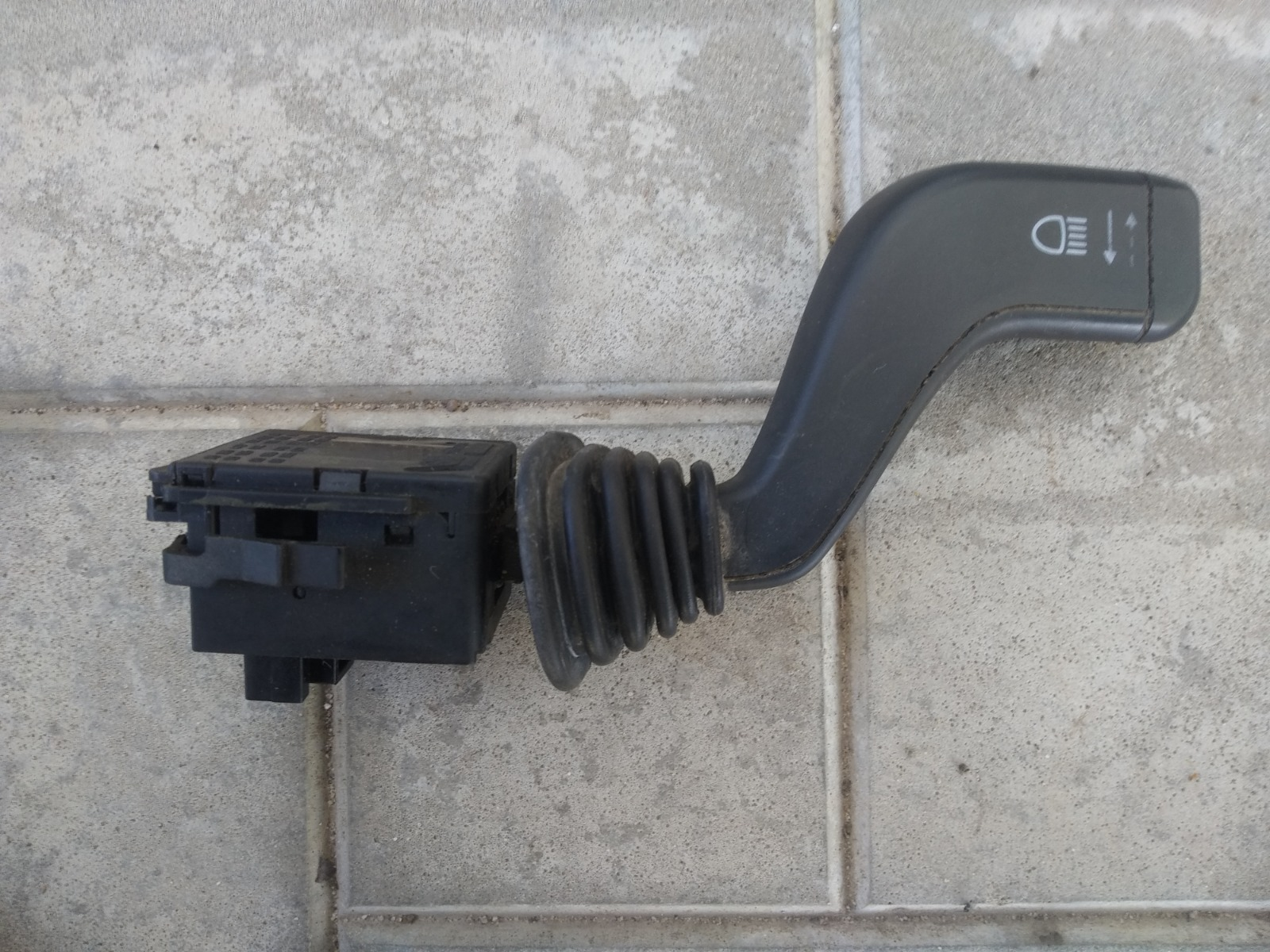 Подрулевой переключатель Opel Corsa C ХЭТЧБЕК 3ДВ. 1.0 2006 правый (б/у)