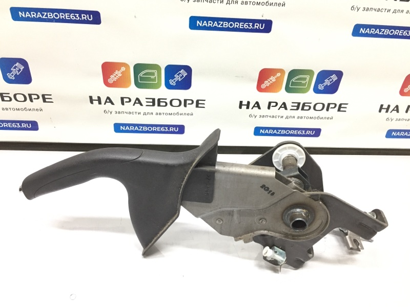 Ручка ручного тормоза Hyundai Ix 35 2.0 2012 (б/у)