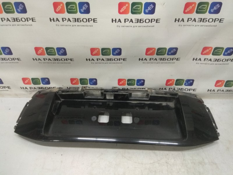 Накладка крышки багажника Toyota Land Cruiser Prado 150 2.7 2TR-FE 2011 задняя (б/у)