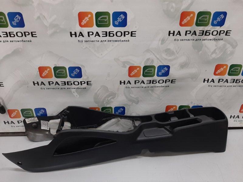 Консоль между сидений Kia Rio 3. СЕДАН 1.6 G4FC 2013 (б/у)