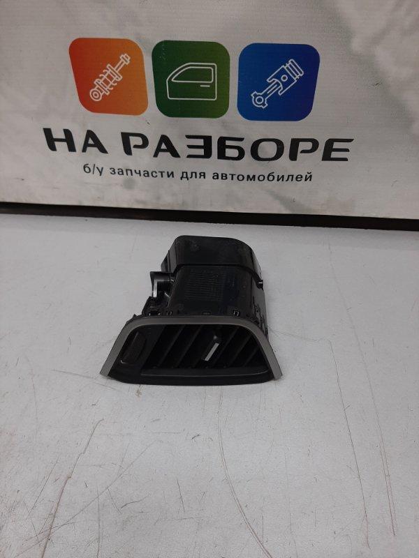Дефлектор на торпедо Lada Xray CROSS 1.6 2018 правый (б/у)