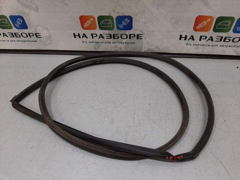 Уплотнительная резинка на дверь Hyundai I40 2013 задняя правая (б/у)