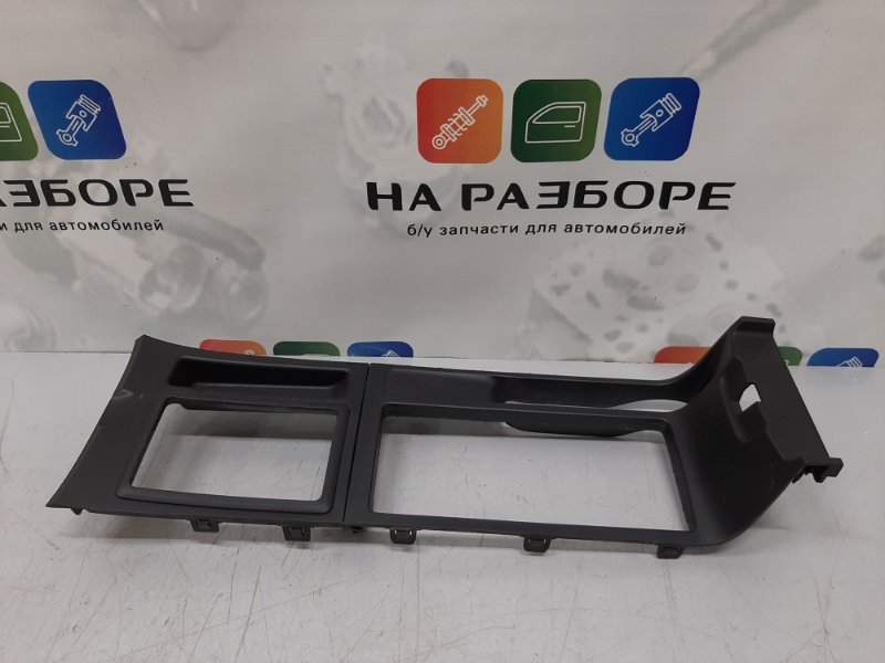 Накладка на консоль между сиденьями Mazda 3 BK 1.6 2008 (б/у)