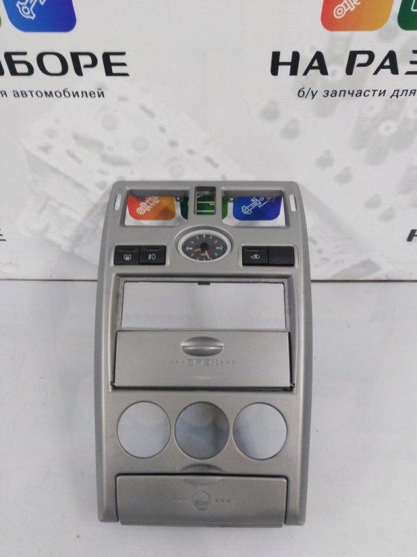 Накладка на центральную консоль (торпеды) Lada Priora ХЭТЧБЕК 1.6 2011 (б/у)