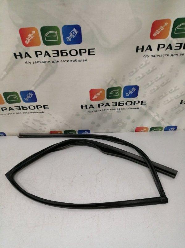 Уплотнительная резинка стекла двери Infiniti Qx56 Z62 VK56 2012 задняя левая (б/у)
