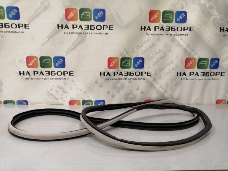 Уплотнительная резинка дверного проема Infiniti Qx56 Z62 VK56 2012 задняя левая (б/у)