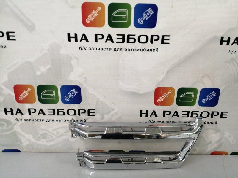 Накладка на решетку радиатора Mitsubishi Pajero 4 правая (б/у)