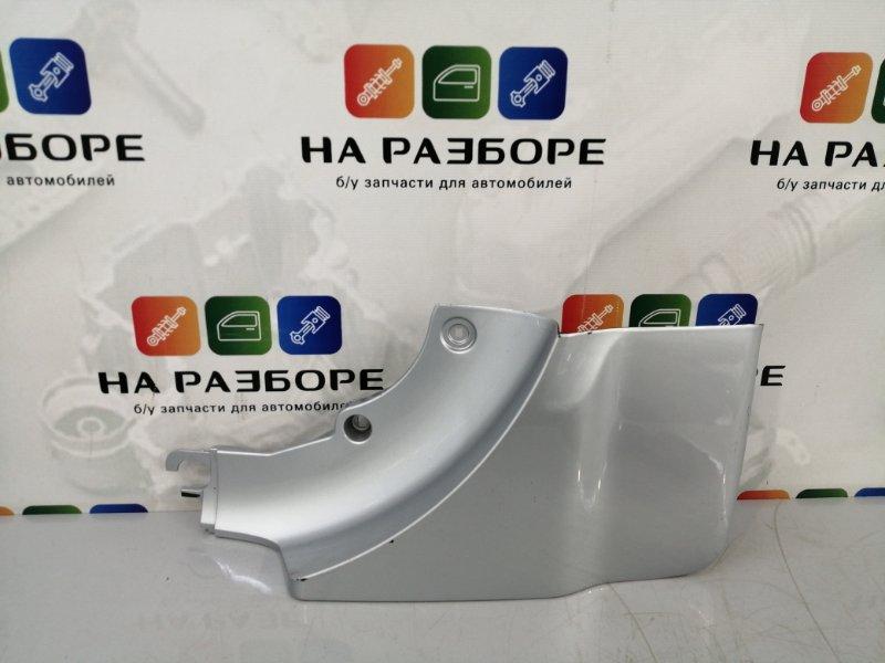 Накладка крышки багажника Toyota Rav4 правая (б/у)