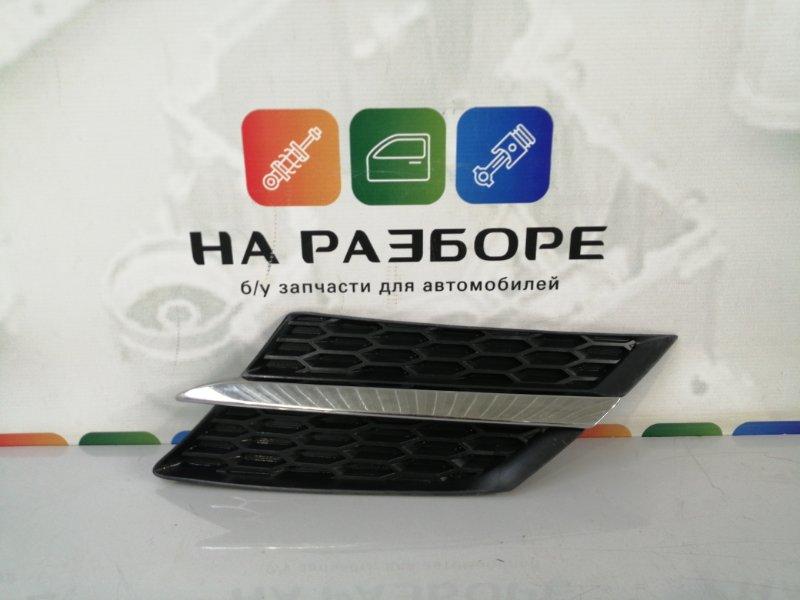 Накладка на решетку радиатора Toyota Rav4 левая (б/у)