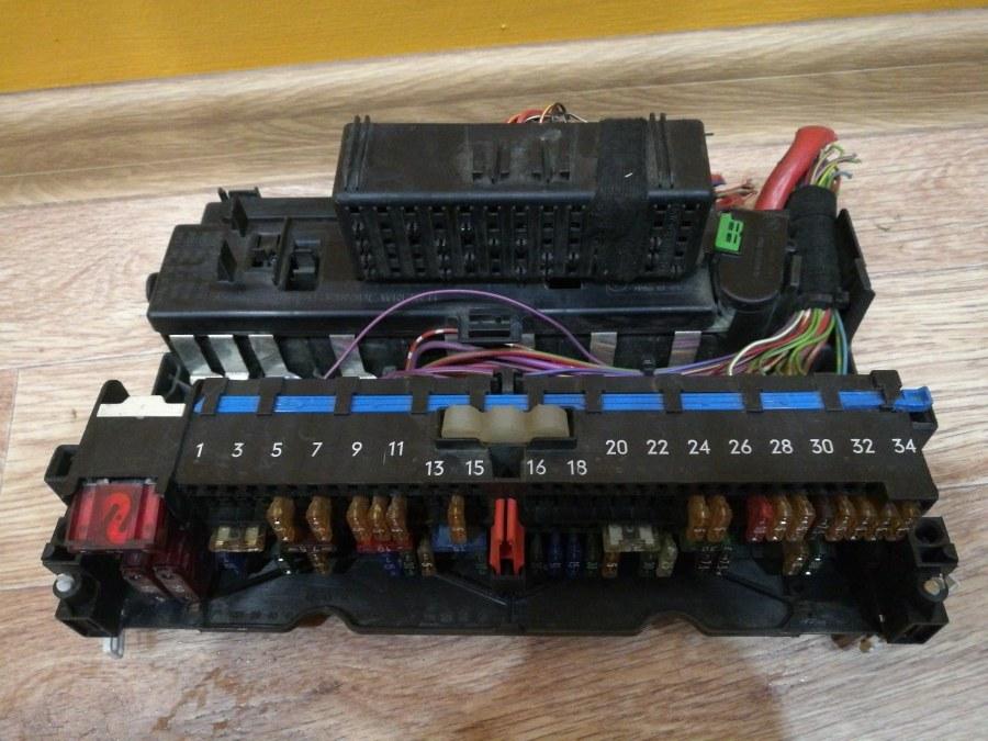 Блок предохранителей салона Bmw 3-Series E46 M52B20