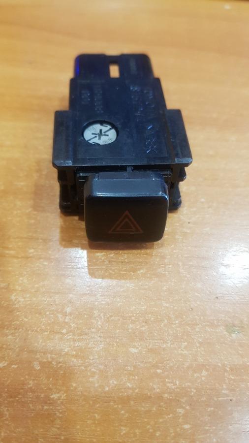 Кнопка аварийной сигнализации Toyota