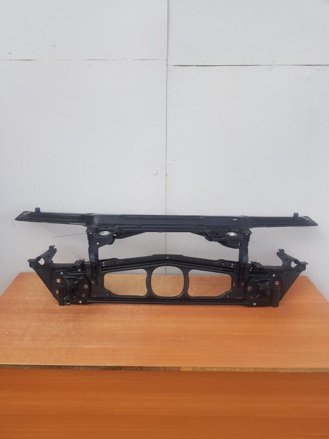 Рамка радиатора(телевизор) Bmw 3-Series E46 передняя