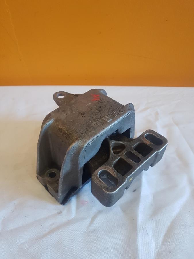 Подушка двигателя Audi A4 3B5