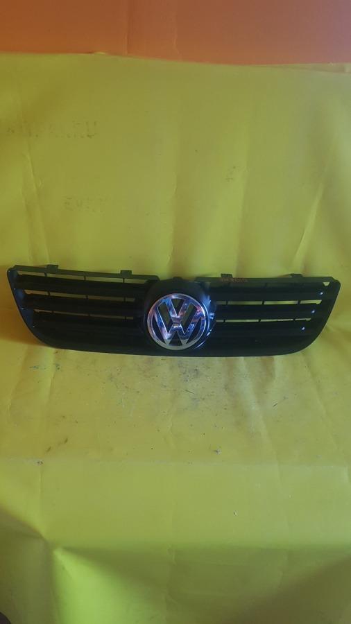 Решетка радиатора Volkswagen Polo передняя
