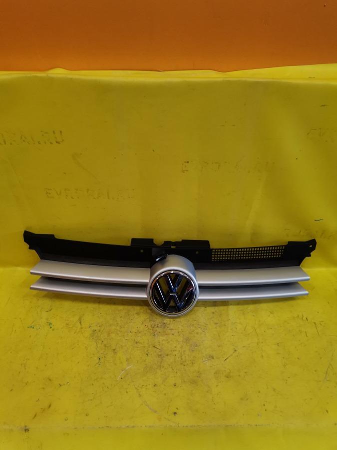 Решетка радиатора Volkswagen Golf 1E7 AEH