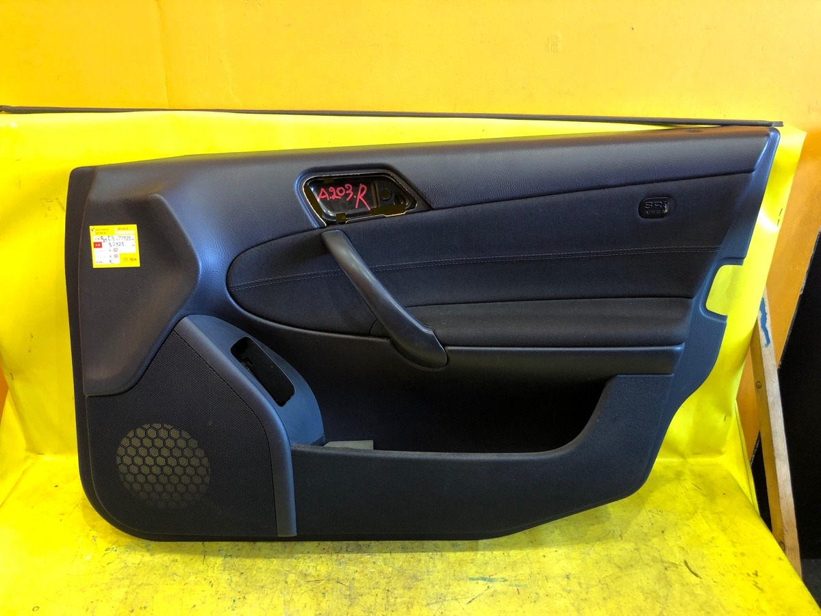 Обшивка двери Mercedes-Benz С-Class W203 передняя правая