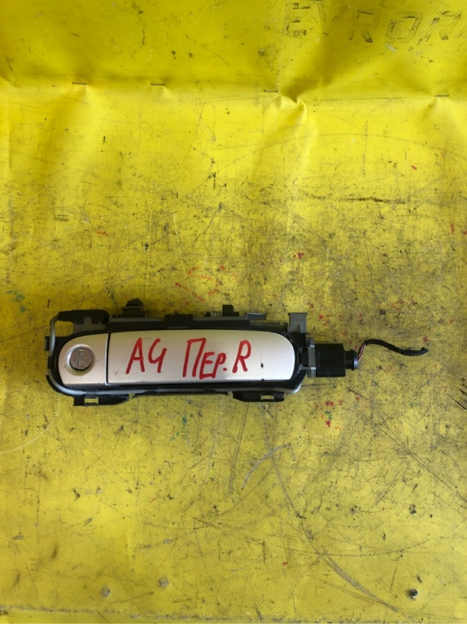 Ручка двери внешняя( комплект) Audi A4 передняя правая