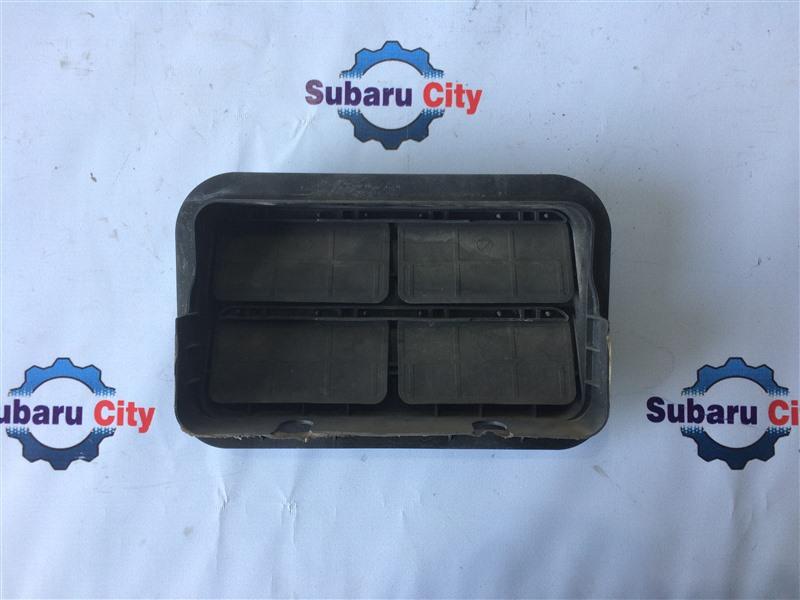 Клапан вентиляции багажника Subaru Legacy BL EJ20 2003 правый (б/у)