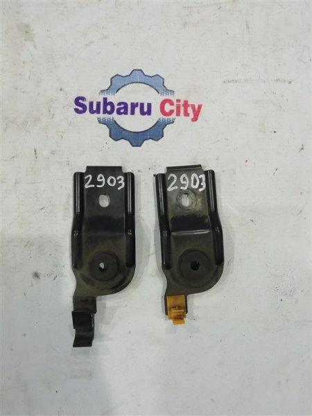 Крепление радиатора Subaru Forester SF5 EJ20 1997 верхнее (б/у)