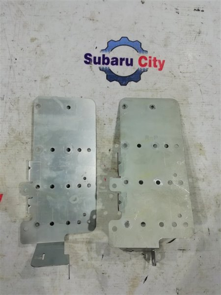 Крепление магнитофона Subaru Legacy BE EJ20 1998 (б/у)