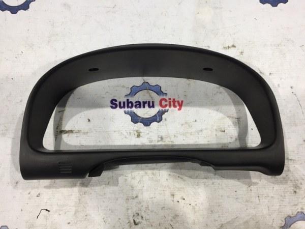 Пластик вокруг спидометра Subaru Forester SF5 EJ20 1999 (б/у)
