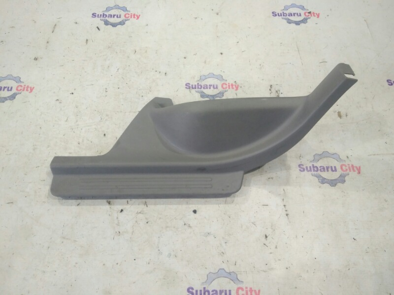Накладка на порог салона Subaru Forester SF5 EJ20 2000 задняя левая (б/у)