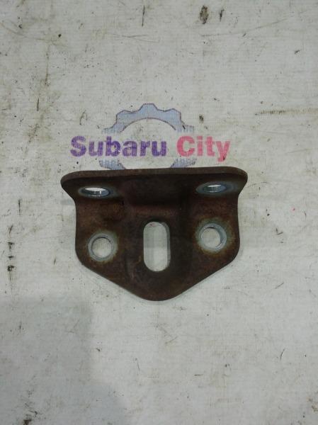 Крюк буксировочный Subaru Forester SG EJ20 2003 задний левый (б/у)