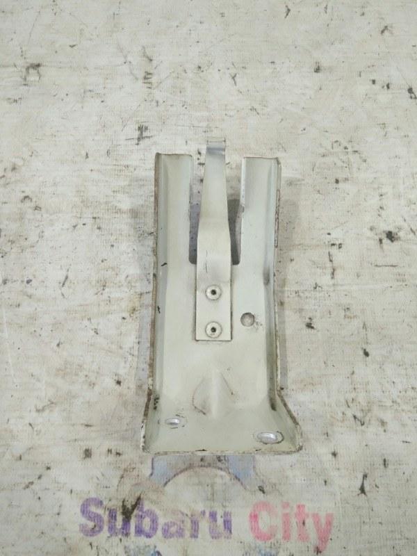 Крепление бочка гур Subaru Forester SG EJ20 2002 (б/у)