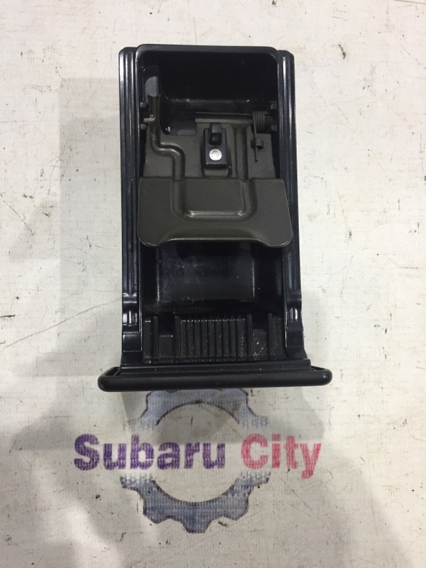 Пепельница Subaru Legacy BE EJ20 2003 (б/у)