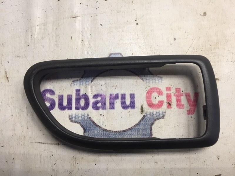 Пластик вокруг ручки салона Subaru Legacy BE EJ20 1999 правый (б/у)