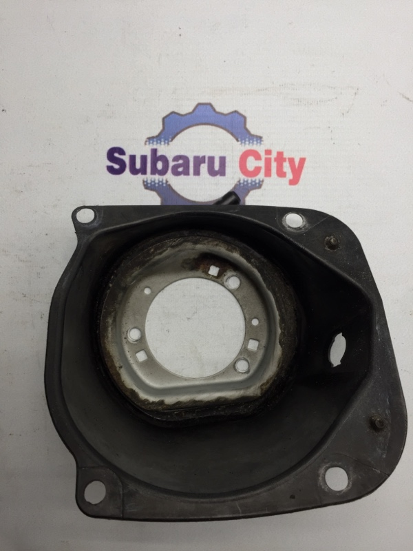 Пластик вокруг горловины топливного бака Subaru Legacy BE EJ20 2002 (б/у)