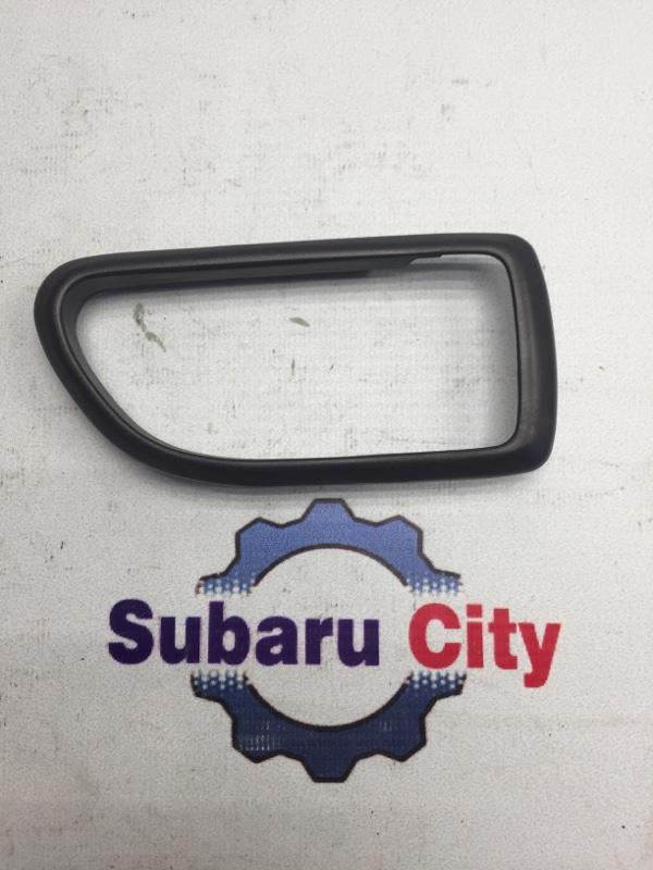 Пластик вокруг ручки салона Subaru Legacy BE EJ20 2001 правый (б/у)