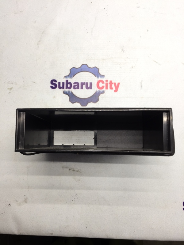 Кармашек под магнитолой Subaru Legacy BE EJ20 2003 (б/у)