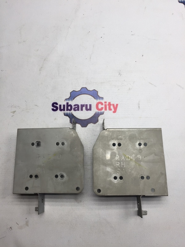 Крепление магнитофона Subaru Forester SG EJ20 2003 (б/у)