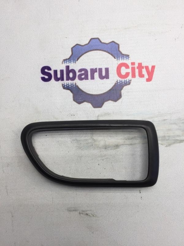 Пластик вокруг ручки салона Subaru Legacy BE EJ20 1998 правый (б/у)