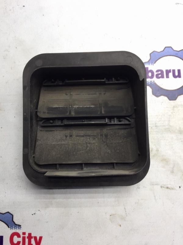 Клапан вентиляции багажника Subaru Forester SG EJ20 2004 правый (б/у)