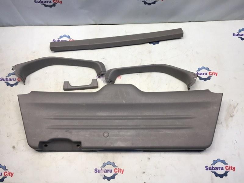 Обшивка двери багажника Subaru Forester SG EJ20 2004 (б/у)