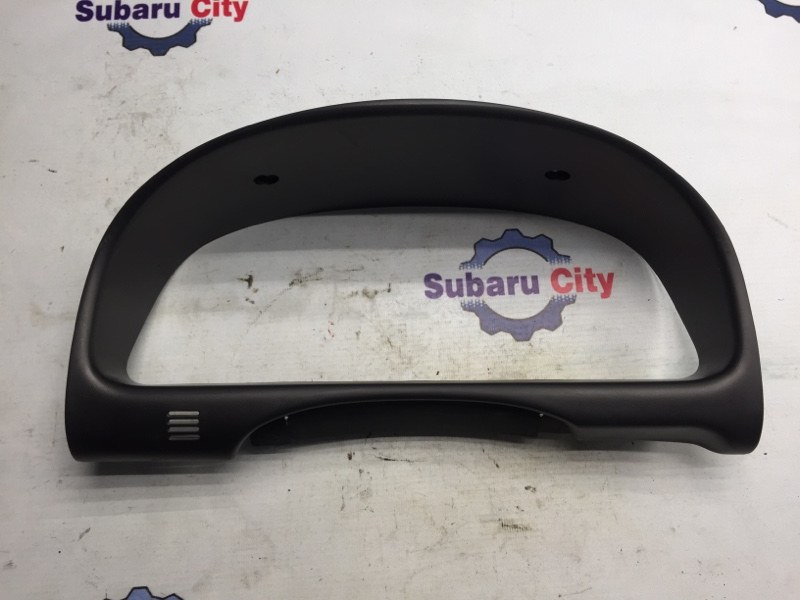 Пластик вокруг спидометра Subaru Forester SF EJ20 2001 (б/у)