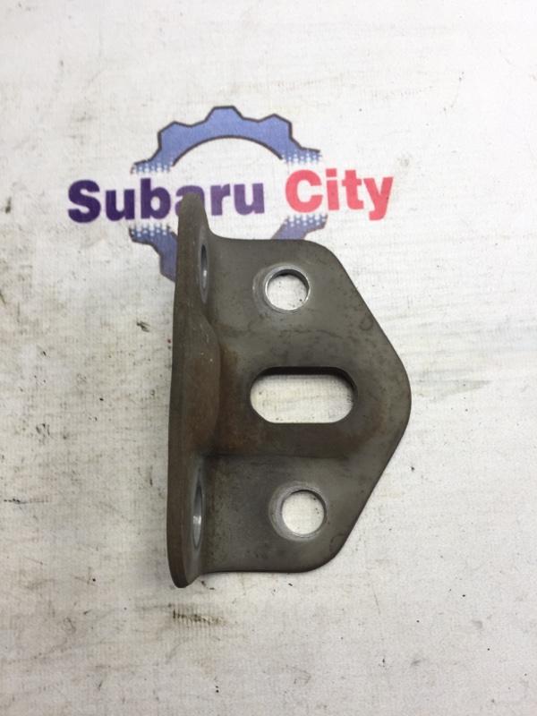 Крюк буксировочный Subaru Forester SF EJ20 2001 задний левый (б/у)