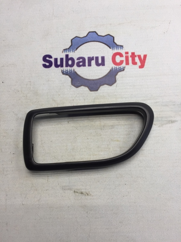 Пластик вокруг ручки салона Subaru Legacy BE EJ20 1999 левый (б/у)