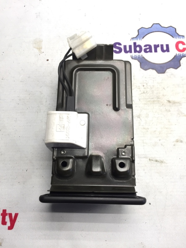Пепельница Subaru Legacy BE EJ20 1999 (б/у)