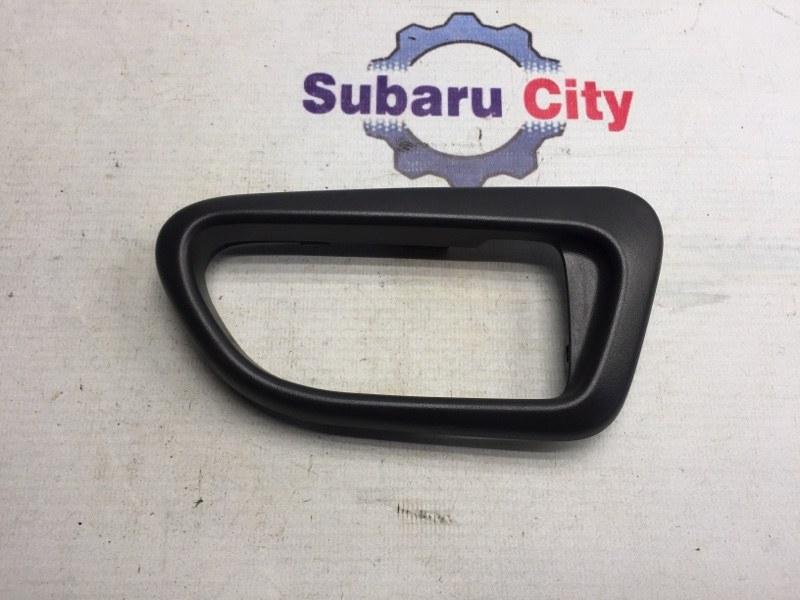 Пластик вокруг ручки салона Subaru Impreza GD EJ15 2006 задний правый (б/у)