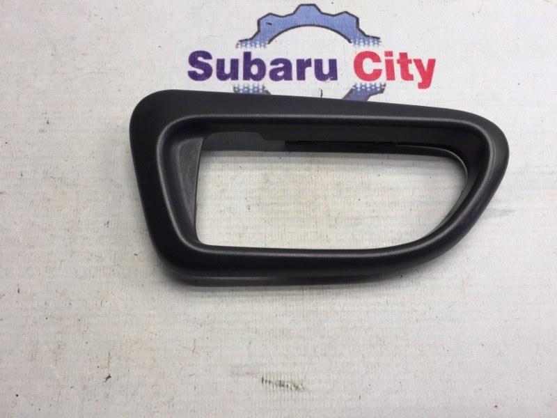 Пластик вокруг ручки салона Subaru Impreza GD EJ15 2006 задний левый (б/у)