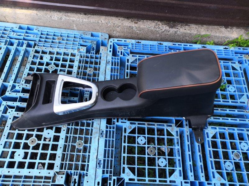 Бардачок между сиденьями Hummer H3 L52 (б/у)