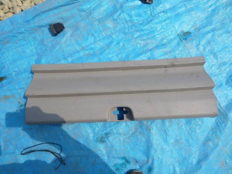 Накладка замка багажника Honda Insight ZE2 LDA3 (б/у)