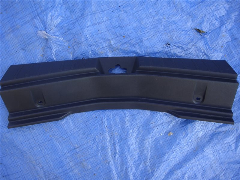 Накладка замка багажника Nissan Note E12 HR12DDR 2012 (б/у)