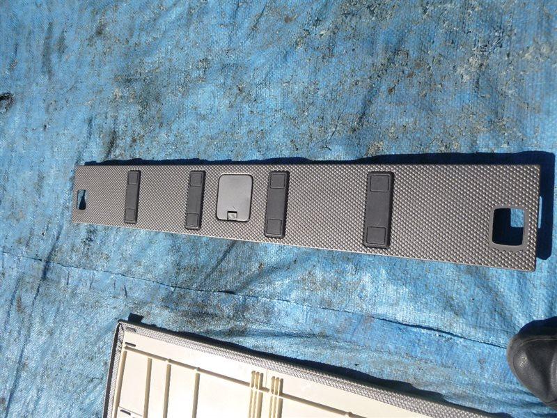 Накладка замка багажника Nissan X-Trail NT30 2003 (б/у)