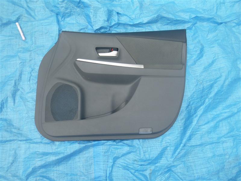 Обшивка двери Toyota Prius Alpha ZVW41 2ZRFXE 2011 передняя правая (б/у)
