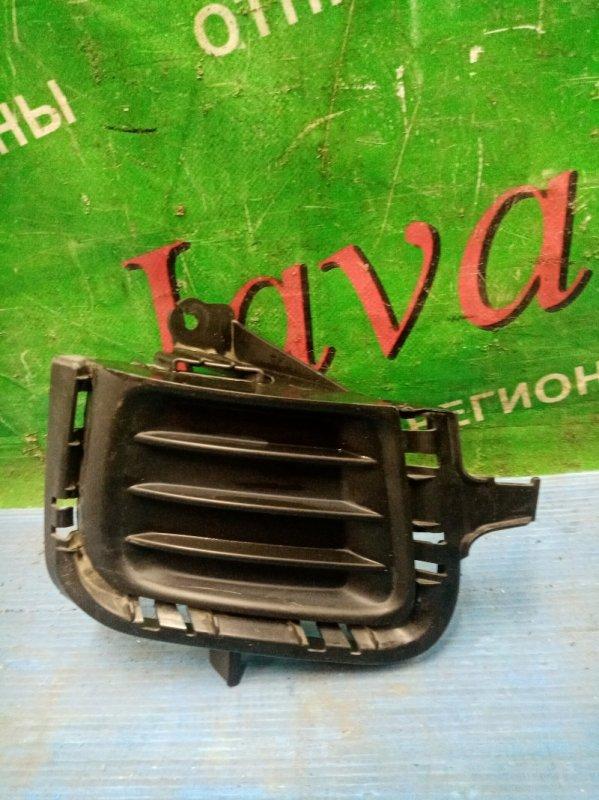 Заглушка бампера Toyota Aqua NHP10 1NZ-FXE 2014 передняя правая (б/у) 81482-52440